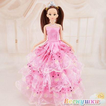 Кукла в розовом платье