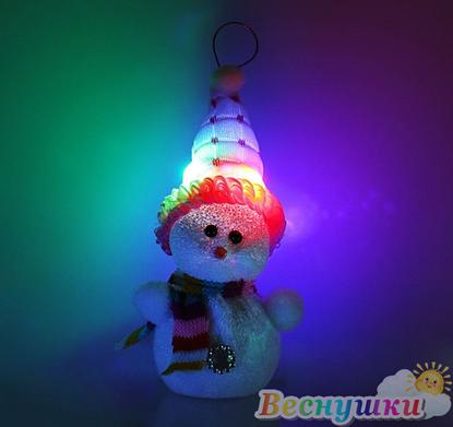 Снеговик в розовой шапке